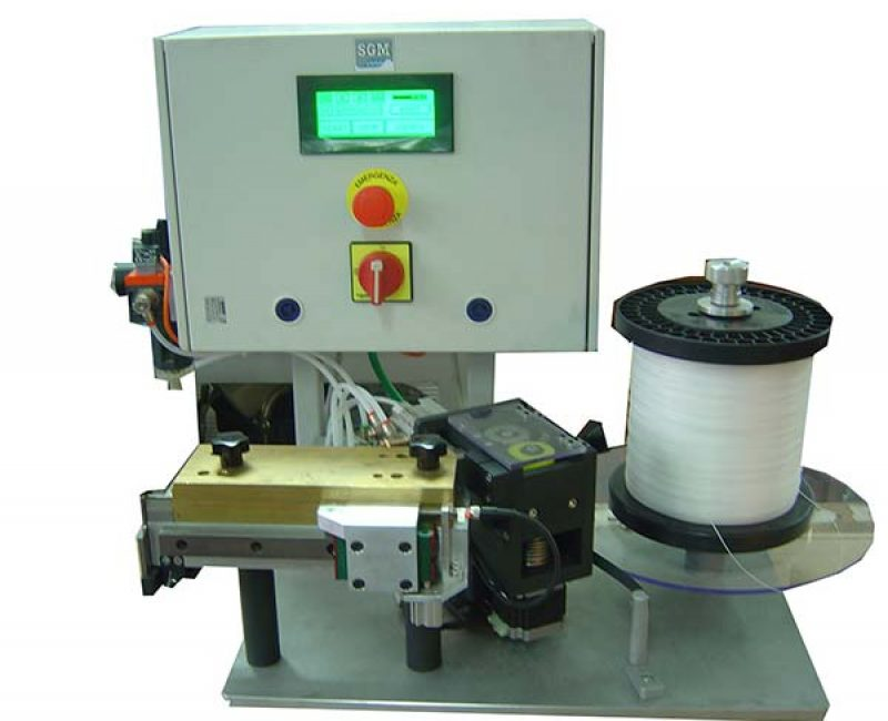 Cutting-inserting machine for nylon sector